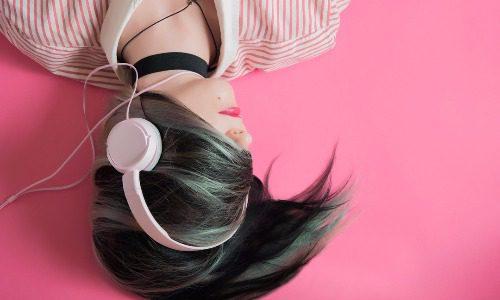耳で読む読書がヤバい。時間を有効活用するならFebeを使おう